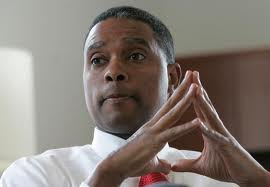 Florida Education Commissioner Gerard Robinson has submitted his resignation after a tumultuous year.