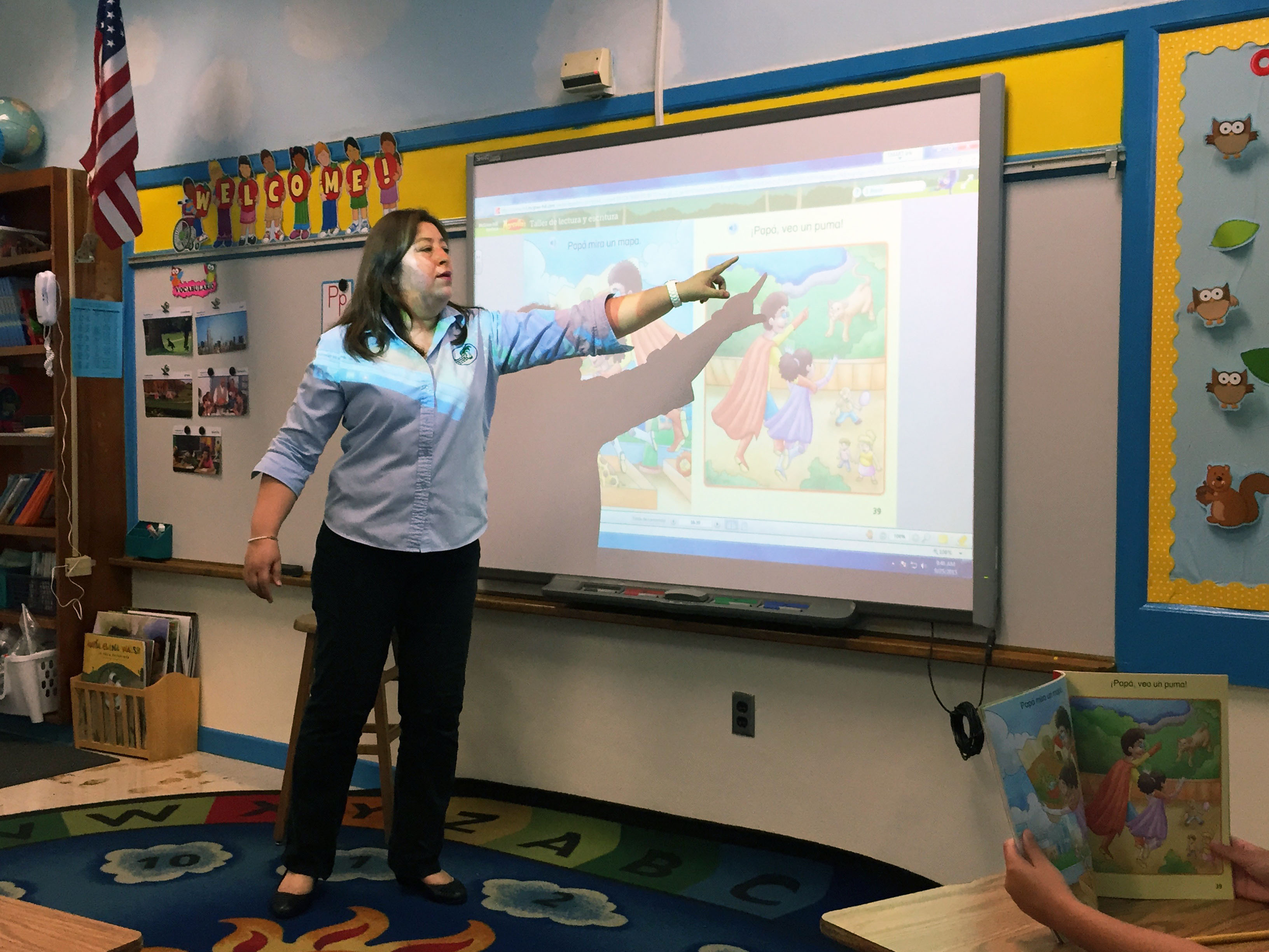 Florida schools struggle to find enough bilingual teachers royal palm elementary school alexandra martin has two teaching certifications she says creating bilingual lessons xflitez Images