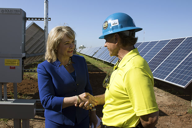 Mary Fallin meets with a worker at a July 2015 event commemorating Oklahoma Gas & Electric's new solar farm in Oklahoma City.