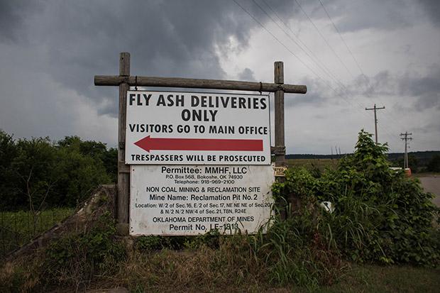 Coal Ash Bedevils Oklahoma Town, Revealing Weakness of EPA