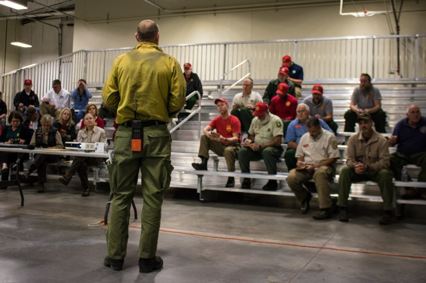 A wildland fire expert with Oklahoma Forestry Services briefs an out-of-state crew on the status of the March 2017 Northwest Complex Fire, which consumed more than thousand square miles and killed one person in Oklahoma.