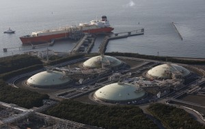 Liquefied natural gas (LNG) storage tanks and a membrane-type tanker are seen at Tokyo Electric Power Co.'s Futtsu Thermal Power Station in Futtsu, east of Tokyo February 20, 2013. Japan's imports of LNG hit a monthly record of 8.23 million tonnes in January, on an increased need for fuel to generate electricity after the nuclear sector was hit by the Fukushima crisis.