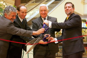 Pennsylvania Governor Tom Corbett helps cut the ribbon near the site of Chile's new consulate in Philadelphia.