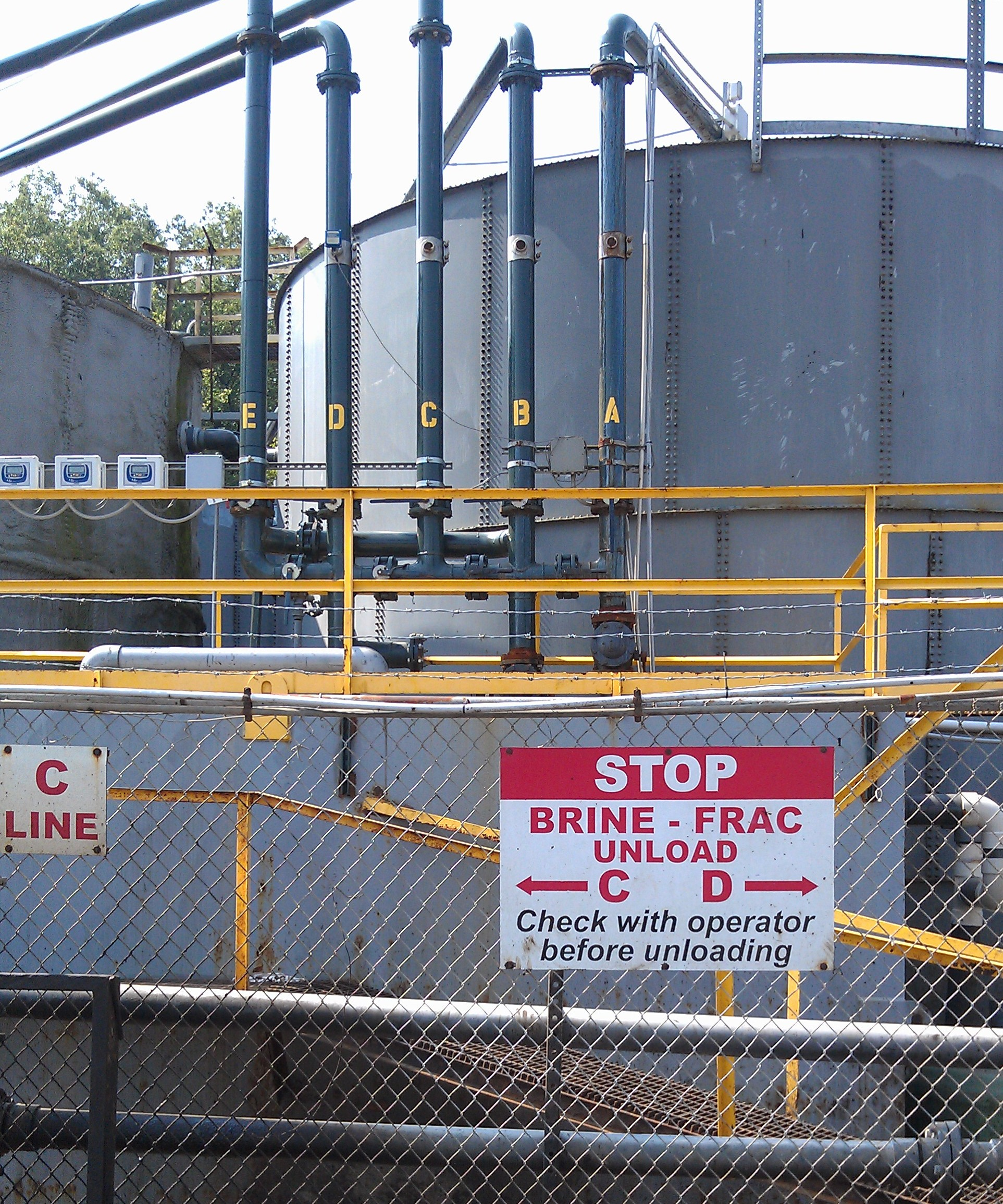 EPA bans disposal of fracking waste water at public