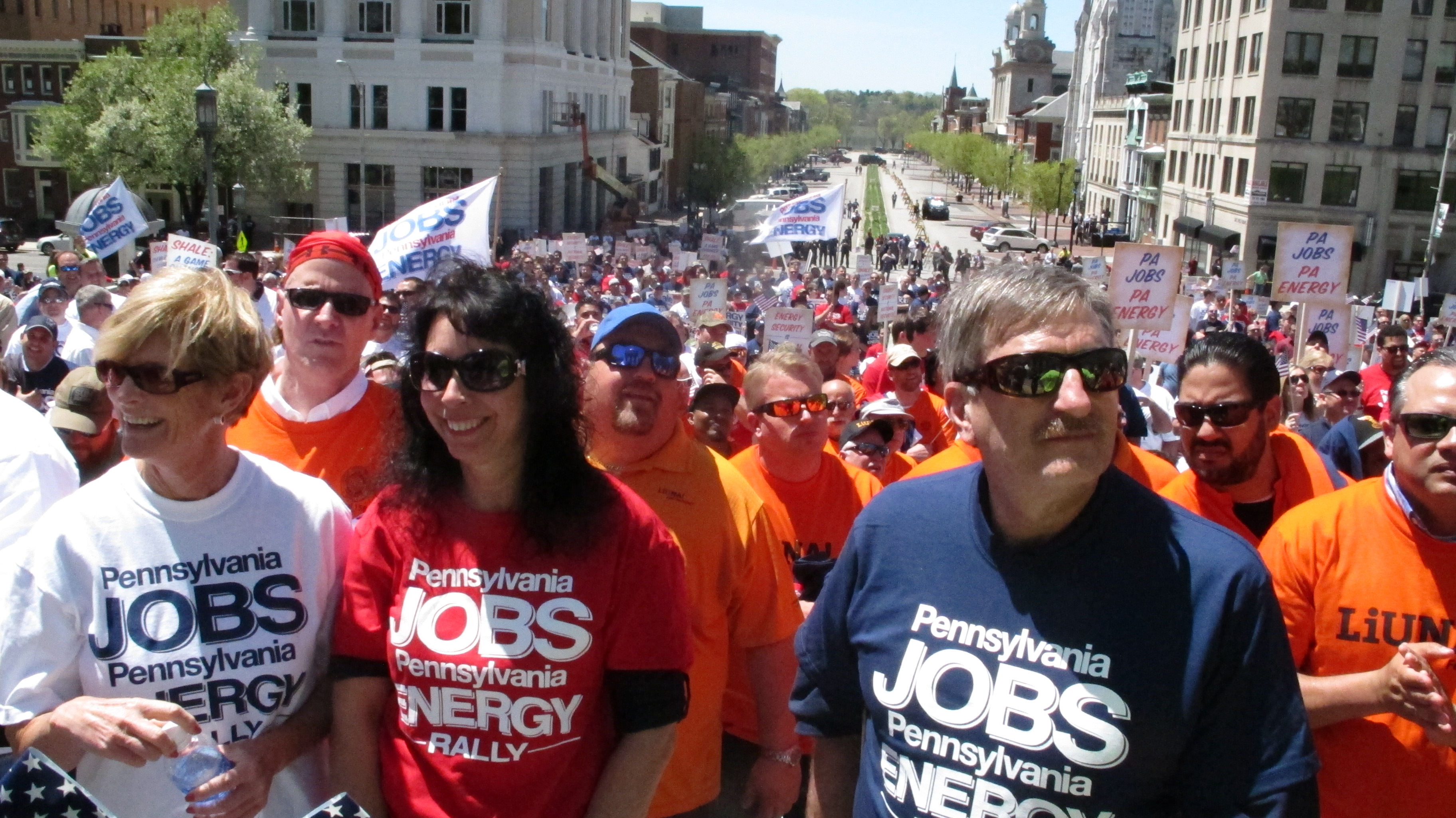 Thousands rally in Harrisburg to support Marcellus Shale
