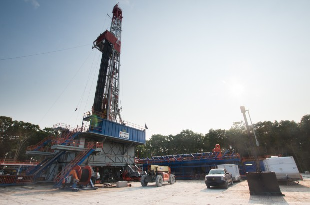 EPA science panel calls on the agency to produce more evidence for its assertion that fracking by gas rigs like this does not have a widespread effect on drinking water