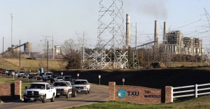 A stream of workers leave the TXU Monticello power plant near Mt. Pleasant, Texas February 26, 2007.